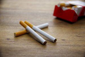 喫煙(タバコ)は歯茎が変色する原因になる?