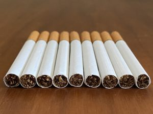 喫煙(タバコ)は歯茎が白く変色する原因になる?