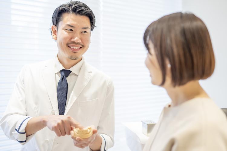 歯茎が青黒いのは危険?健康被害の有無から対処法まで徹底解説|大阪市天王寺の歯科医院ヤスデンタルクリニック